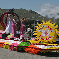 Royal Court Float at the Washington State Apple Blossom Festival