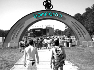 Crowds gather at the entrance to Bonnaroo