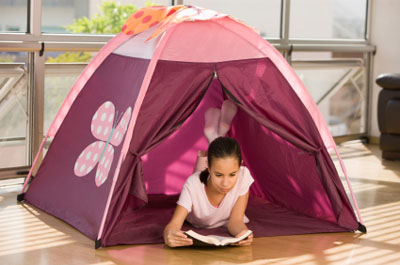 A young girl tent c&ing indoors  sc 1 st  C&ingRoadTrip.com & Give your kids the travel bug - CampingRoadTrip.com