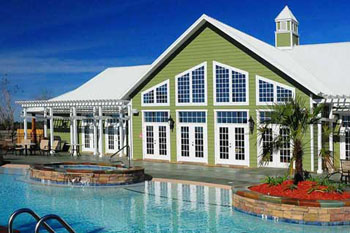 Club house and swimming pool at Bella Terra