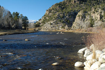 Arkansas river running through the Arkansas Headwaters Recreation Area, CO