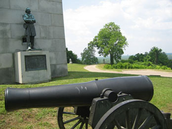 Cannon and memorial at Vicksburg National Military Park